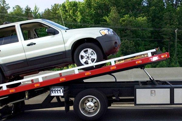 Minarelli smash repairs offers a tow truck service Lismore