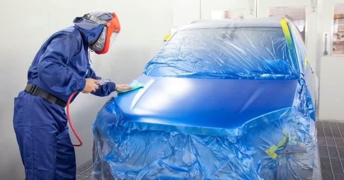 minarelli smash repairs Northern Rivers spray painting a blue car after repair